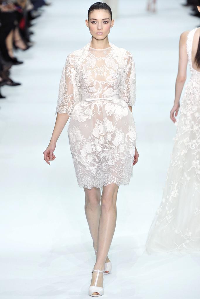 Robe dentelle haute couture 2012